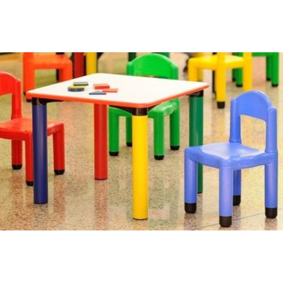 Tavolo asilo quadrato for Arredo scuola materna